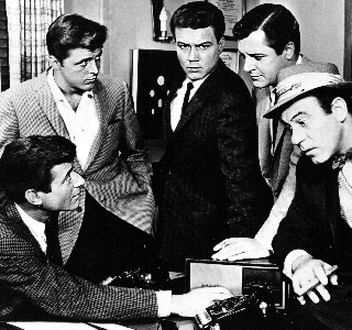 Efrem Zimbalist Jr. as Stuart Baily, Roger Smith as Jeff Spencer, Edd Byrnes as Kookie, Richard Long as Detective Rex Randolph, Louis Quinn as Roscoe in 77 Sunset Strip